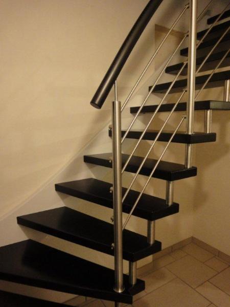 Autoporteur noir for Photo escalier peint en noir