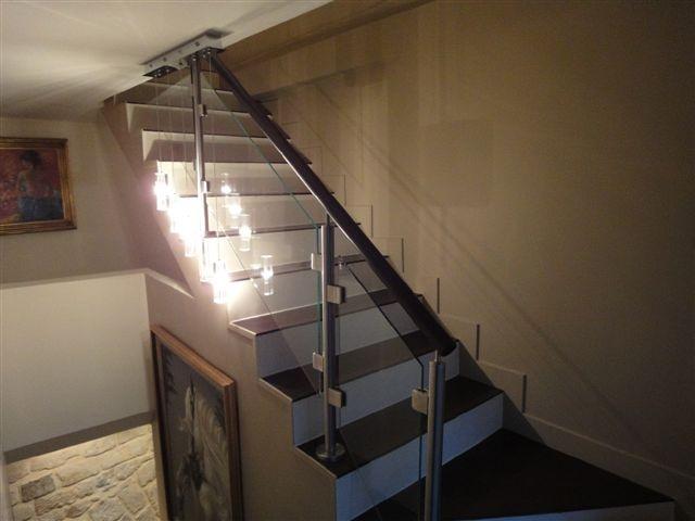 Inox et verre sur escalier béton