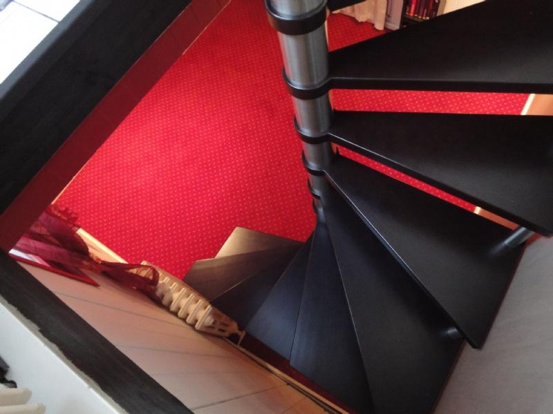 escalier circulaire sur escalier carre. Black Bedroom Furniture Sets. Home Design Ideas