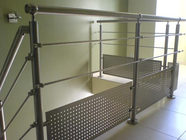 inox sur escalier b ton. Black Bedroom Furniture Sets. Home Design Ideas