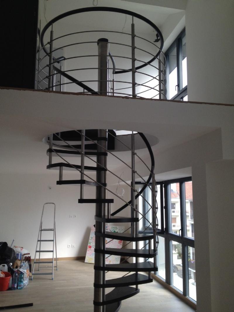 escalier circulaire ou colima on en bois. Black Bedroom Furniture Sets. Home Design Ideas