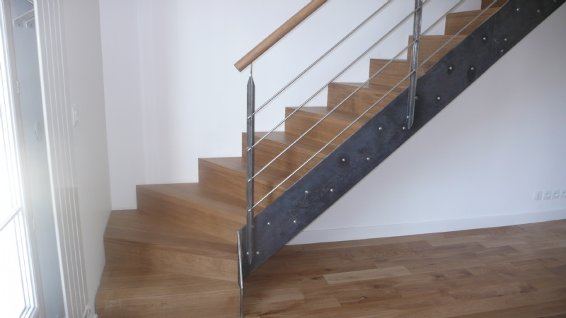 Escaliers deparis 77 escaliers en bois sur mesure ile de france fabrication - Escalier limon metal marche bois ...